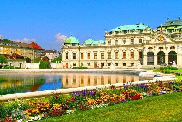 13. Вена, Австрия. Вена - это старинный город, где роскошные дворцы, картинные галереи и модные кафе есть практически на каждом углу. Вена разделена на 23 района, каждый со своим неповторимым очарованием.