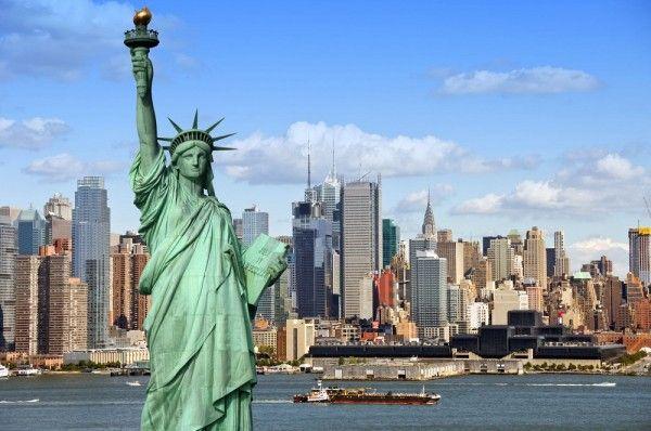 10. Нью-Йорк, США. Статуя Свободы, удивительные небоскребы, Бродвей, огни Таймс-сквер, музеи мирового класса, все виды кухни... А еще - бурная ночная жизнь в городе, который никогда не спит!