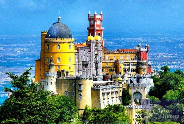 2. Лиссабон, Португалия. Расположенный на побережье Португалии, Лиссабон может похвастаться удивительной едой, которая составляет конкуренцию соседнему государству - Испании. Считается, что морепродукты, вино и кофе - это три кита, на которых держится Лиссабон. Так что все, кто хочет посетить эту столицу, должны быть готовы употреблять их в большом количестве.