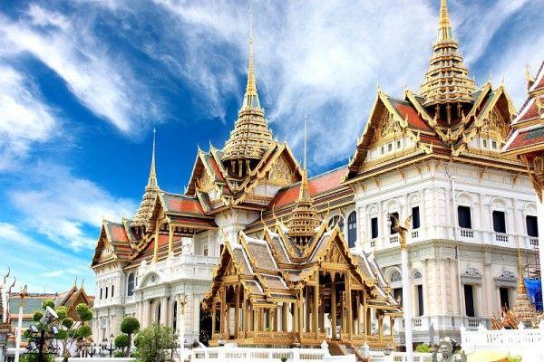 3. Бангкок, Таиланд. Тайская еда, золотые буддийские храмы, традиционный массаж, плавучие рынки и танцы всю ночь напролет в ночном клубе - это все о Бангкоке. А еще тут уместно торговаться не только на местных рынках, но и в торговых центрах Бангкока, так что не нужно стесняться - все продавцы этого ожидают.