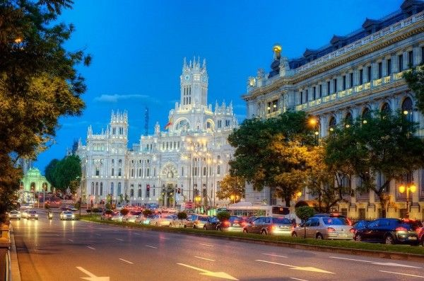 15. Мадрид, Испания. Мадрид славится своей архитектурой, город по праву называют музеем под открытым небом. Соборы, храмы, католические церкви, здания в стиле барокко, бесчисленные галереи и выставки современного искусства - все это здесь представлено в большом разнообразии.