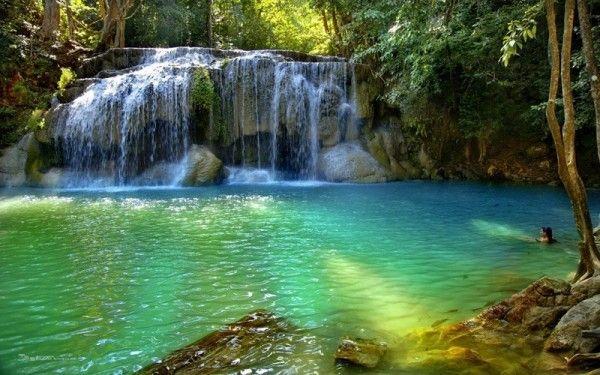 13. Водопад Эраван, Таиланд. Водопад высотой 831 метр представляет собой 7-уровневый каскад, напоминающей по форме мифического индуистского слона Эравана - отсюда и название водопада. И это один из немногих водопадов, где можно купаться.
