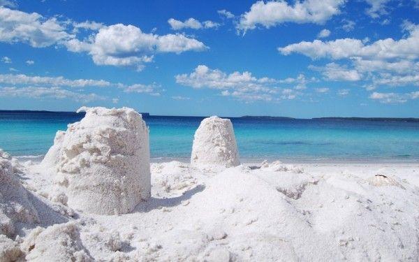 12. Пляж Hyams Beach в бухте Джарвис, Австралия. Солнечный пляж занесен в книгу рекордов Гиннесса как пляж с самым белым песком на земле.