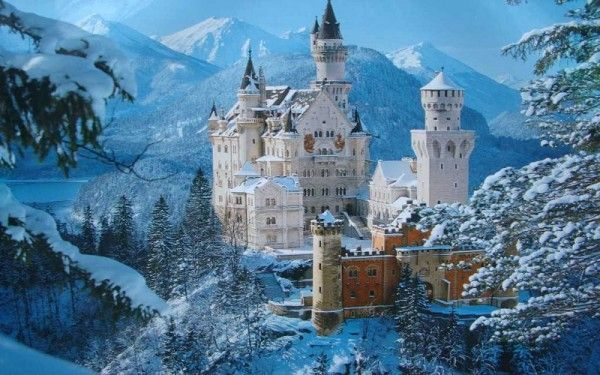 3. Замок Нойшванштайн, Германия. А знаете ли вы, что по образу этого роскошного замка Уолт Дисней спроектировал замок Золушки в Диснейленде? Построенный в самом сердце немецкой деревни, Нойшванштайн и возвышающиеся Альпы, которые его окружают, создают впечатление сказки.