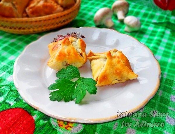 слойки с грибами и сыром