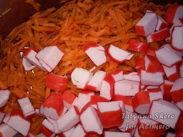 Салат с крабовыми палочками и сыром