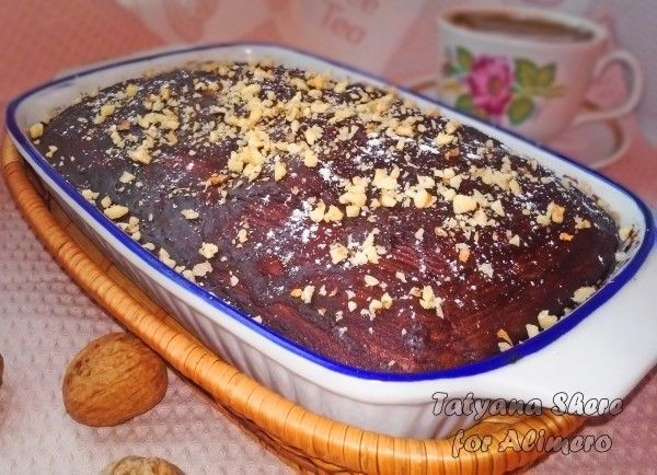 Шоколадный бисквит с орехами
