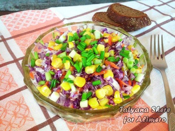 Салат из синей капусты с кукурузой
