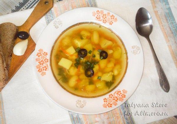 Суп с фасолью и маслинами