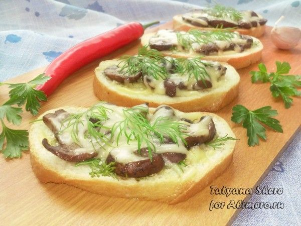 бутерброды с жареными грибами