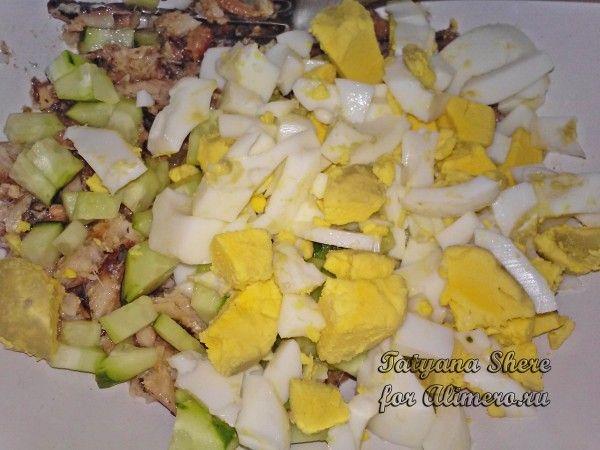 Салат из рыбных консервов с зеленью