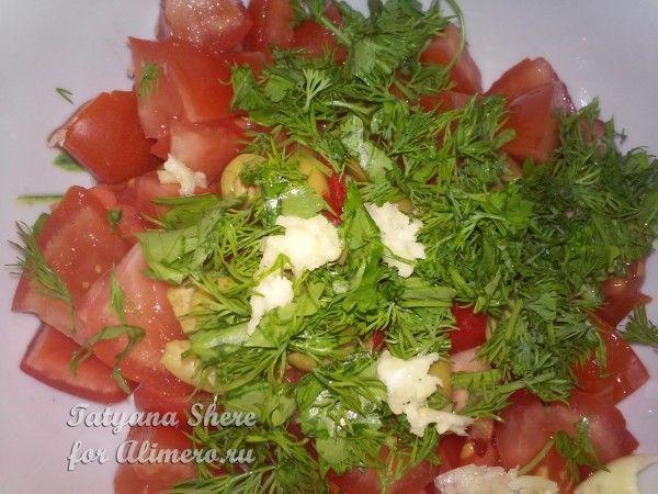 Салат из помидоров и оливок