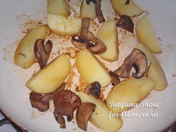 Молодая картошка в омлете
