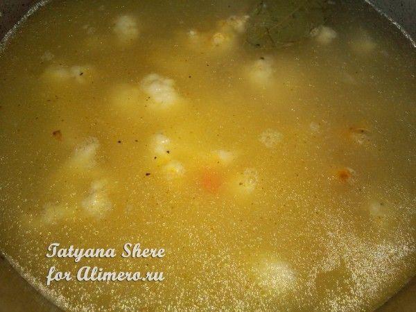 Сырный суп с зеленым горошком