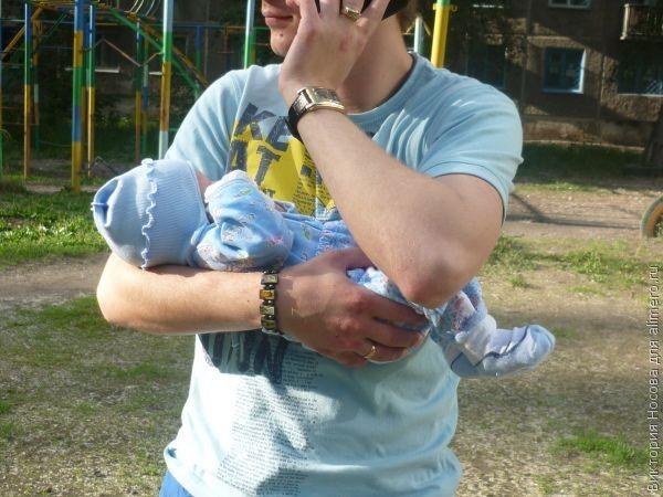 Первая встреча малыша с папой