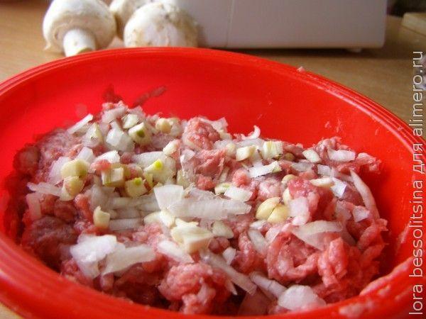 суп ф рикадельками, лук и чеснок в фарше