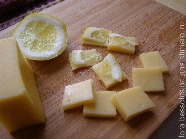 закуска с икрой и семгой, лимон и сыр