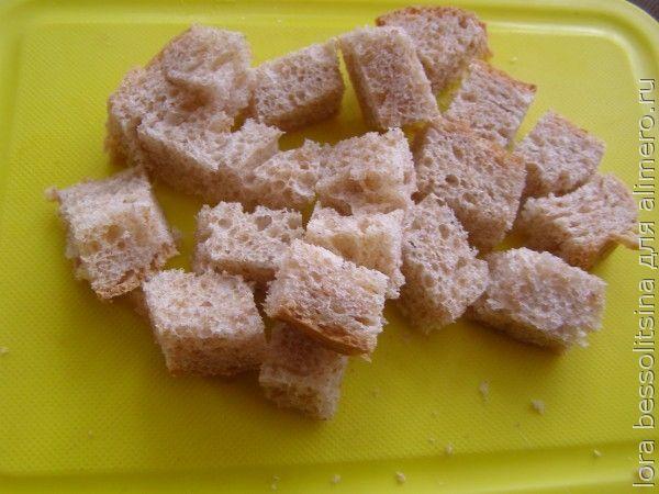 салат с шпротами, кусочки хлеба