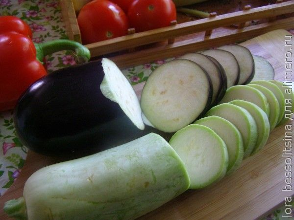 камбала с овощами, баклажан и кабачок
