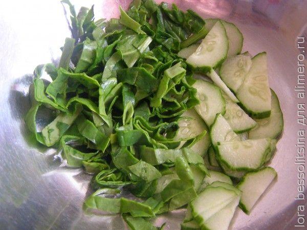 зеленый перекус, огурец в миске