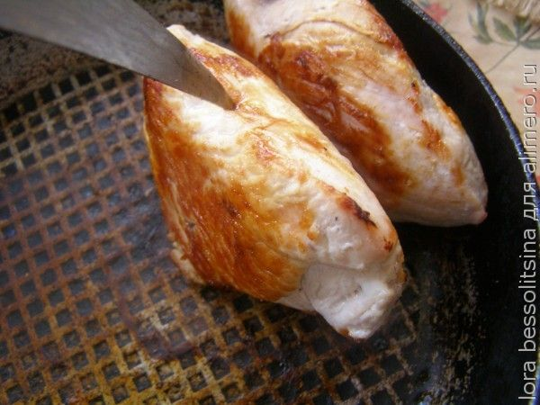 канапе, мясо в сковороде