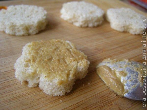 канапе, кусочки тостас горчицей