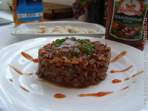 каша из красного риса, с соусом