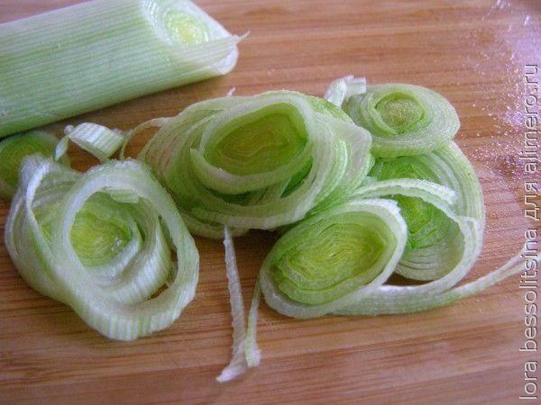 салат с толстолобиком, лук порей