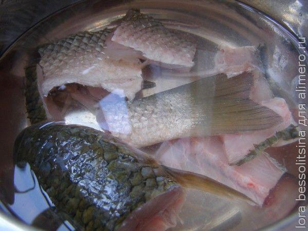 рыбный суп из пиленгаса, в кастрюле