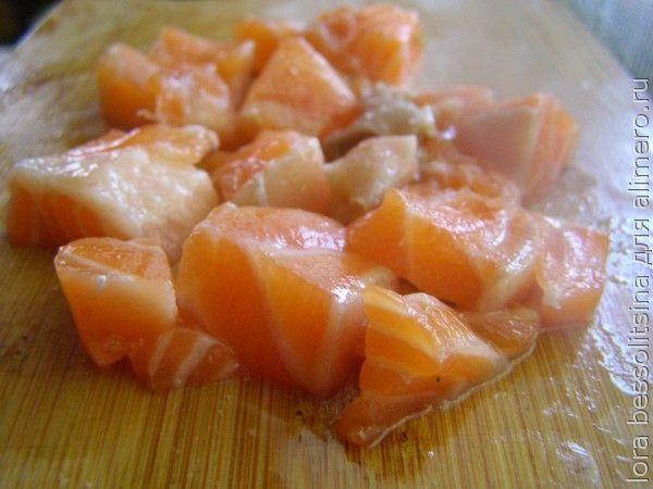 шашлык из семги, кусочки рыбы