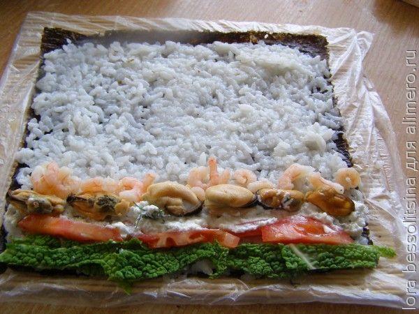 роллы с морепродуктами, выложим начинку