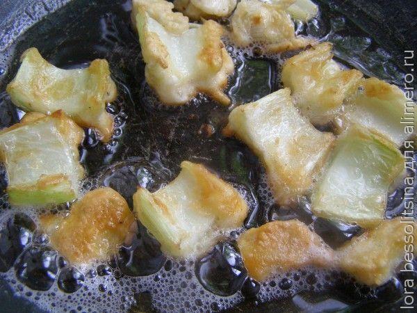 овощи и курица в кляре, жареный сельдерей