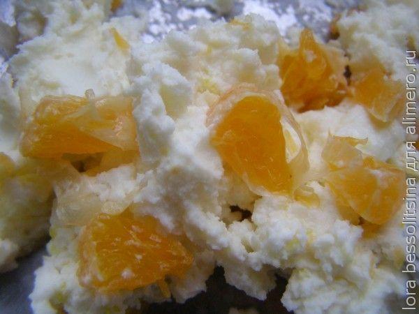 творожно-фруктовые конфетки, мандарин в миске