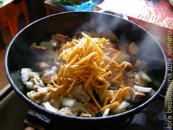 жаркое, овощи в сковороде