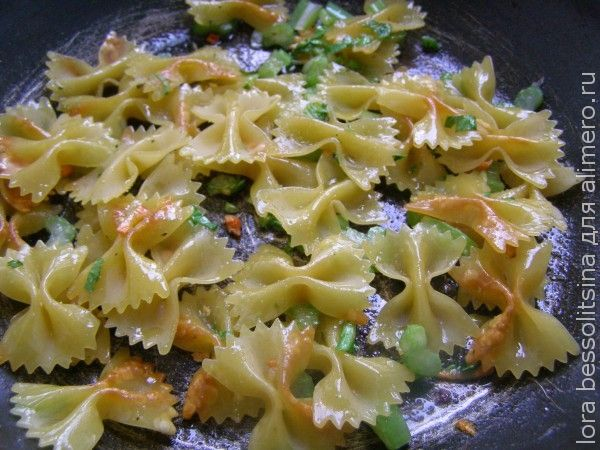 макароны с сельдереем, жарим макароны