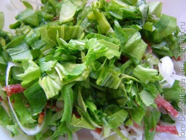 салат с копченой колбасой, с рукколой