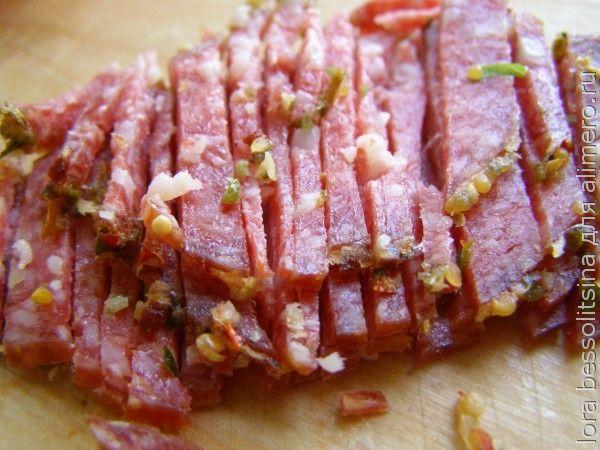 салат с копченой колбасой, колбаса