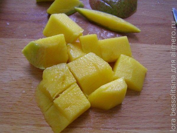 десерт с черной смородиной, манго