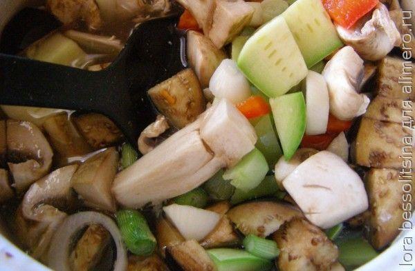 суп с бычками, овощи в кастрюле