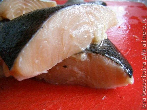 жареная форель, куски рыбы