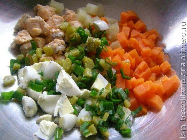 салат с семгой, все в миске