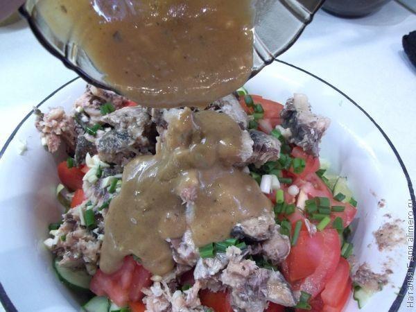 Овощной салат с сардинами