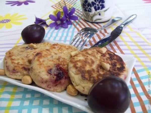 Сырники с орехами и сливами