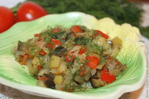Овощное рагу с кабачками баклажанами в мультиварке