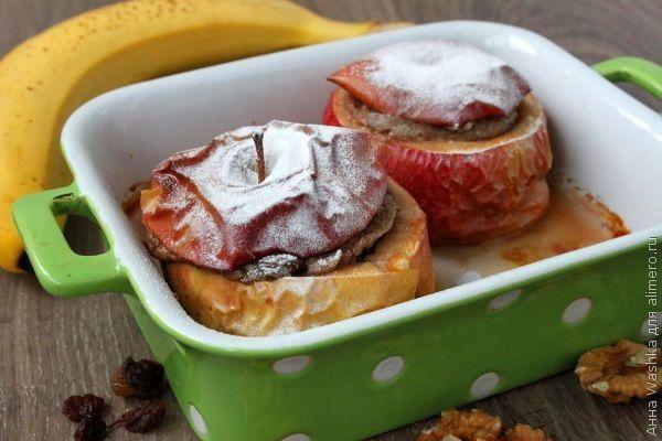 Печеные яблоки, фаршированные бананом