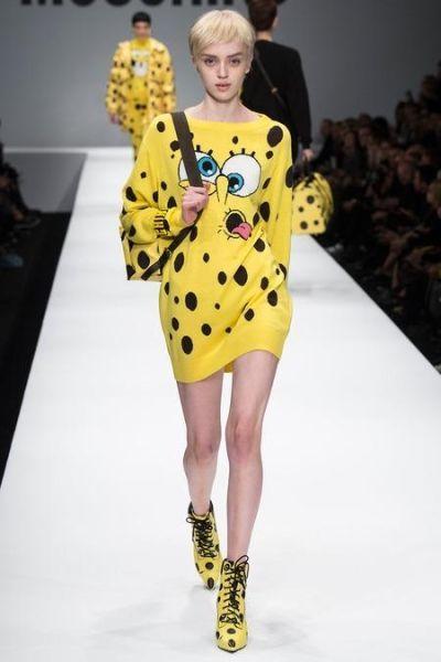 Этот модный  свитер-туника с забавным мультяшным изображением  подходит для самых ярких и неординарных девушек. В нем вы точно не останетесь незамеченными.
