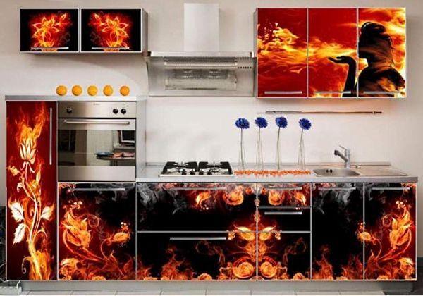 Вот уж где поистине разыгралась фантазия дизайнера.  Огненные фантазийные цветы просто поражают воображение. Такая кухня может понравиться творческим людям.