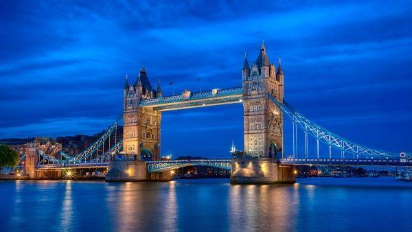 В Лондоне одной из самых известных достопримечательностей можно смело назвать Тауэрский мост. Он построен над рекой Темзой и вполне заслуженно стал одним из ориентиров  столицы Великобритании.