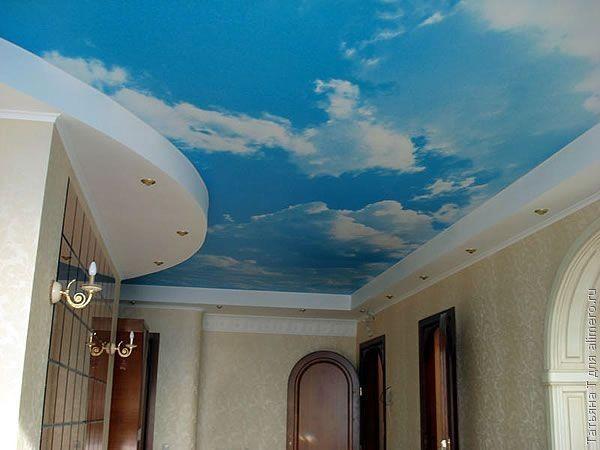 Синее бездонное небо, как нельзя лучше вписывается в интерьер прихожей. Вот чем гостей удивлять можно, а не дорогой мебелью или шикарными нарядами!