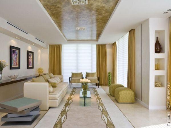 Классическая гостевая комната, выдержанная в бело-бежевых тонах, просто не может обойтись без натяжного потолка или небольшого его фрагмента соответствующего оттенка.
